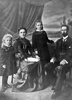 Photo Thomas, Phoebe, Banks with daughters Olive and Phyllis